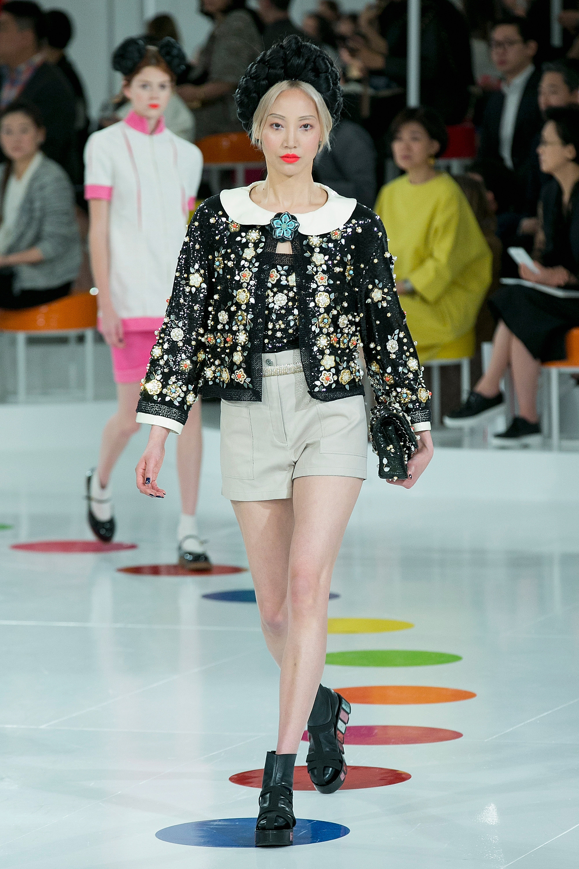 (CHANEL S/S 2016) Here's everything you need to know about the previous New York, London, Milan and Paris Fashion Week + the S/S 2016 trends you should look out for this upcoming season. Click to read more!