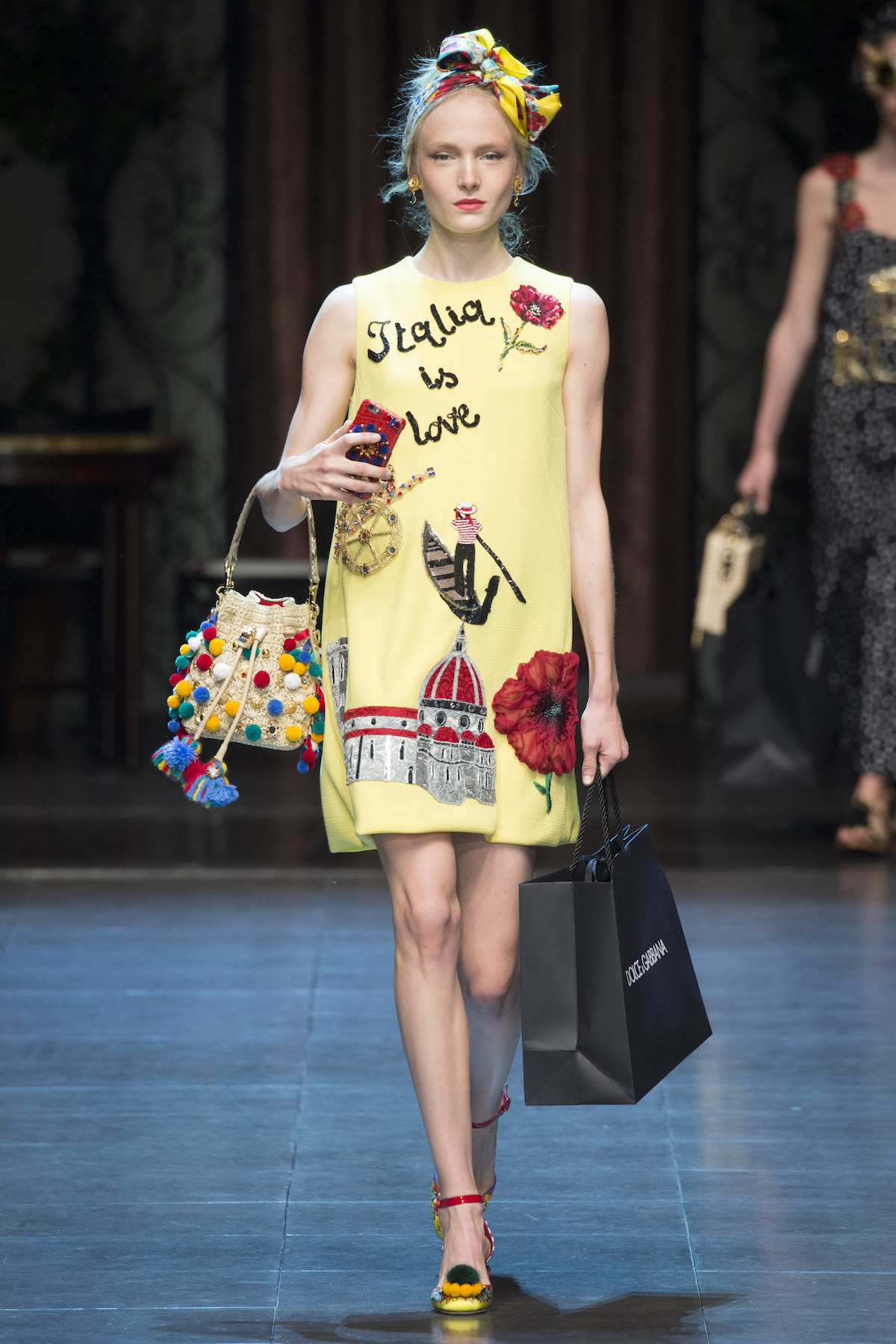 (DOLCE GABBANA S/S 2016) Here's everything you need to know about the previous New York, London, Milan and Paris Fashion Week + the S/S 2016 trends you should look out for this upcoming season. Click to read more!